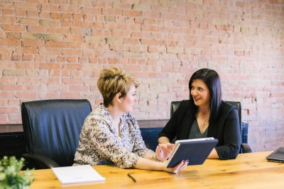 estate planning attorney and client